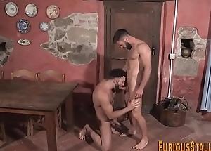 Muscled hung bear cums