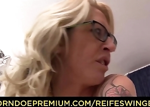 REIFE SWINGER - Tiro German porn with tow-haired cougar in her 40s with tattoos and glasses