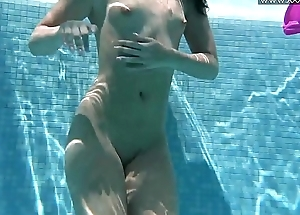 Hawt Russian Jessica Lincoln almost the pool