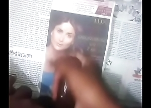 Cumtribut down Kareena face with audio