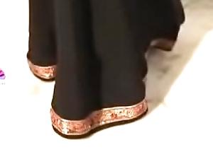 শাড়ী পড়া আন্টি। আমার সাথে ইমু সেক্স করলে কল দাও ২০০০ টাকা