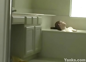 Yanks Amber Grand'_s Bath Tub Cum