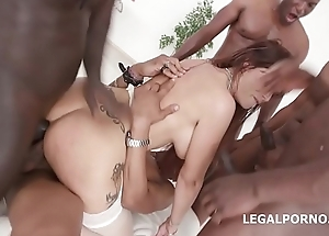 Florane Russell 4on1 intelligent anal making out not far from DP