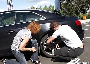 Grandma gets fucked hard in sight baulk an car fix
