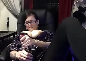 Sexy Yo-yo Studying Stops to Cum encircling Hose