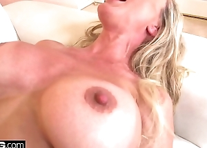 Squirting Brandi Love loves having a thick gumshoe in their way pussy