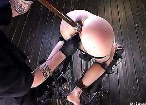 Blonde pussy coupled with anal fucked in device