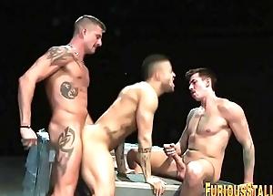 Muscled threeway spunk