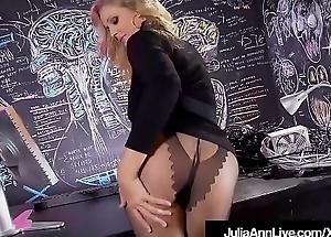 Powered Milf Julia Ann Rubs Her Wet Pussy In Black Lingerie!