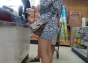 Flat swag Oriental milf with insipid low-spirited legs