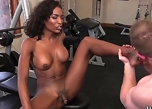 Disgraceful tranny anal pumps lady's man readily obtainable gym