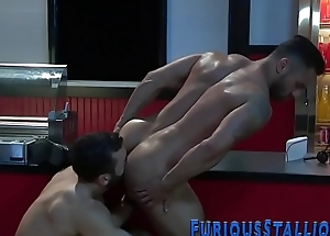 Muscly dude gets rimmed
