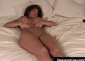 Texas Cougar Deauxma Receives Undressed &amp_ Shows Lacking Her Feet &amp_ Soles